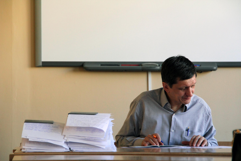 Profesor universidad préstamos estudios