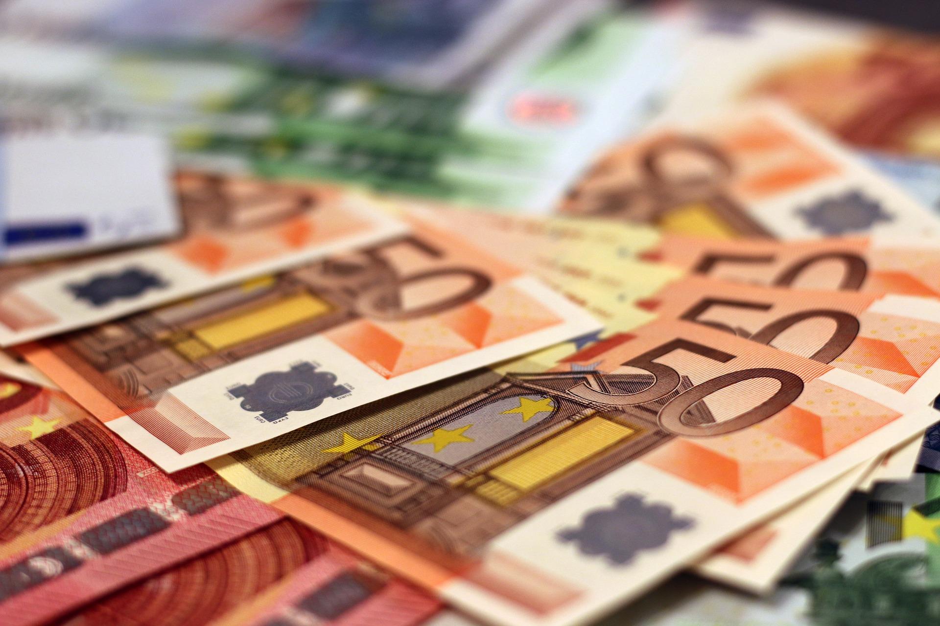 Dinero de préstamos urgentes