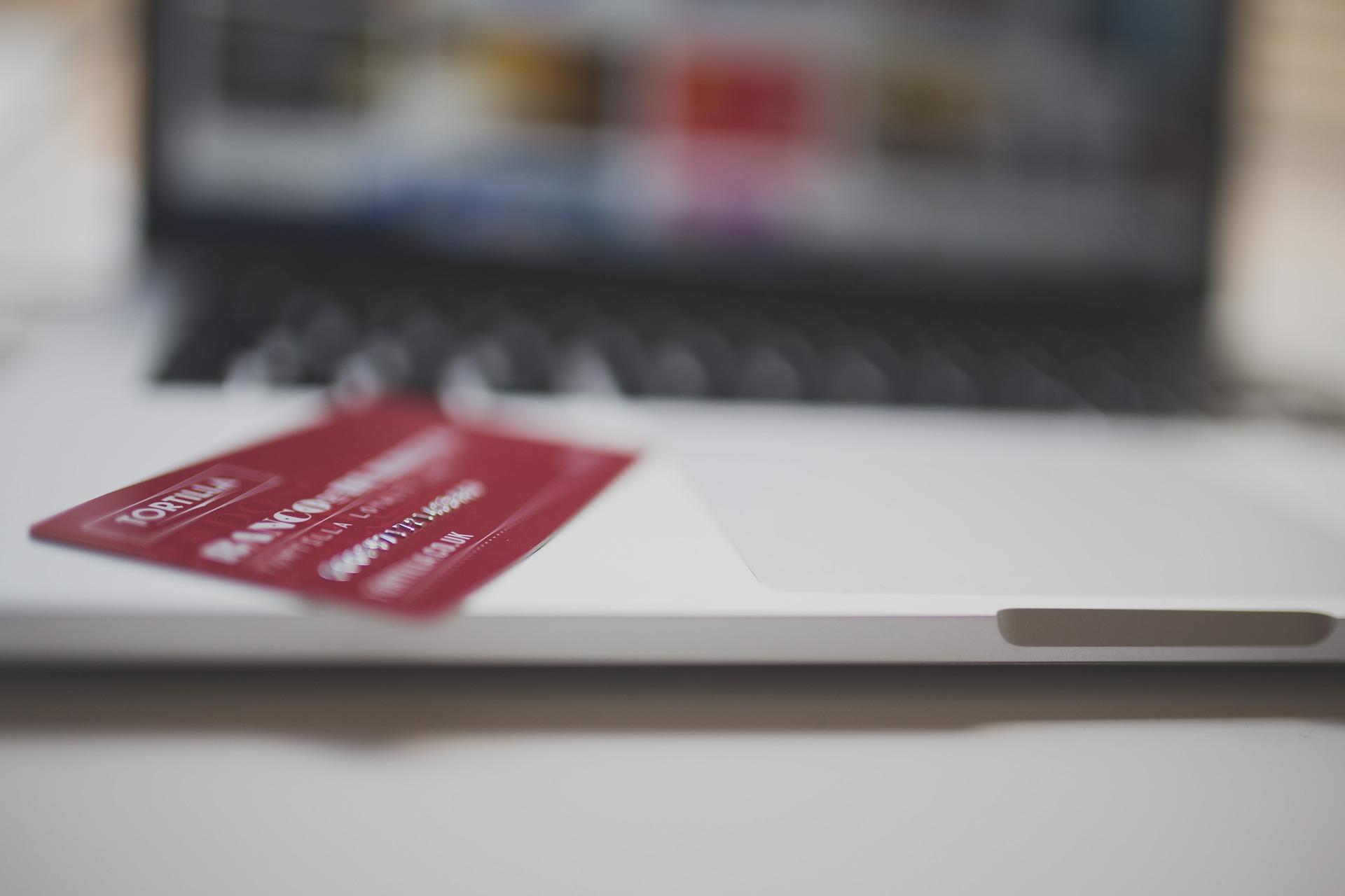 Comprar con tarjetas de débito por Internet